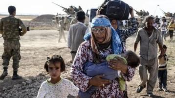 profughi e carri armati